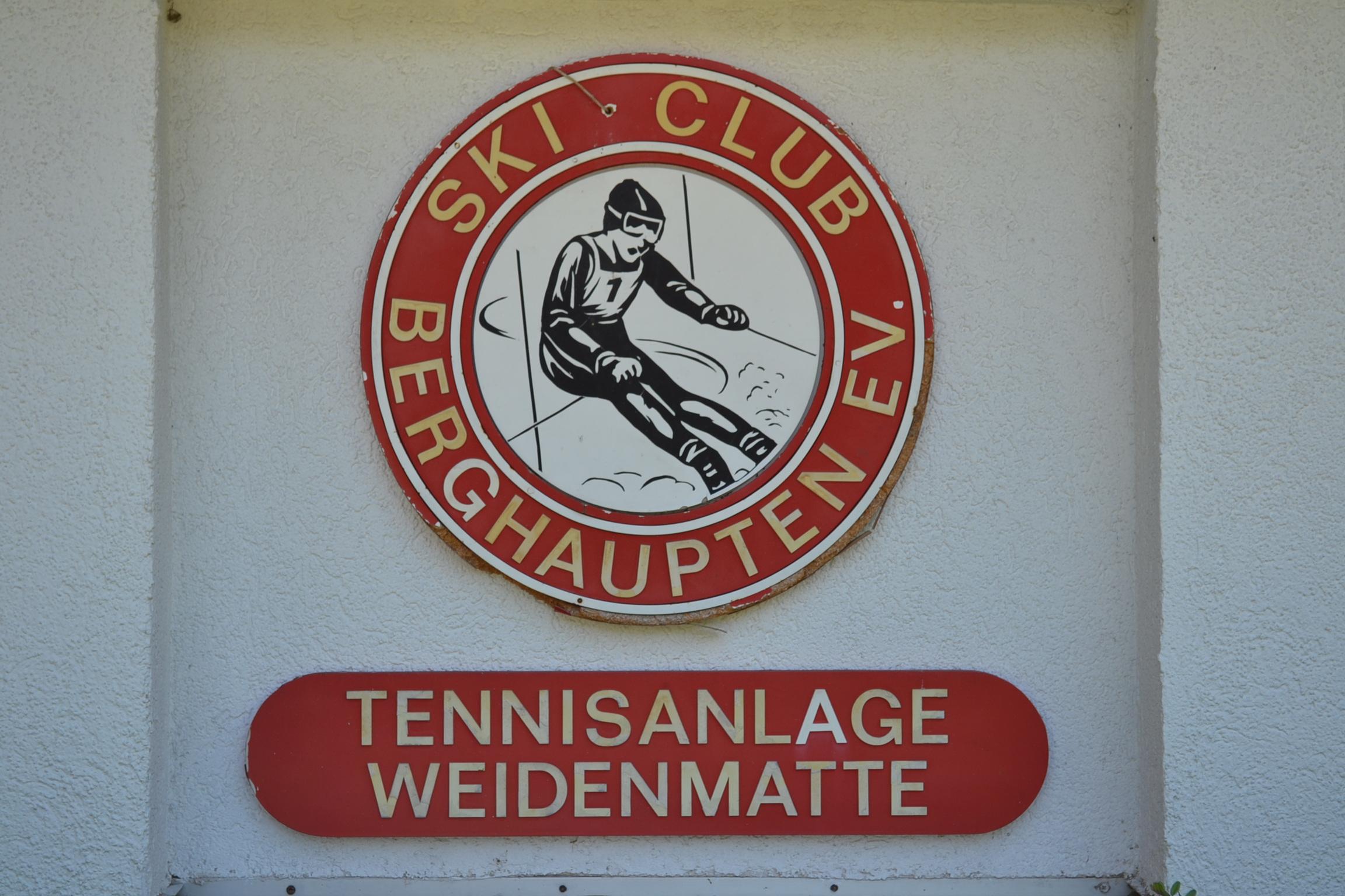 SportgeländeWeidenmatteTennisGebäude2012